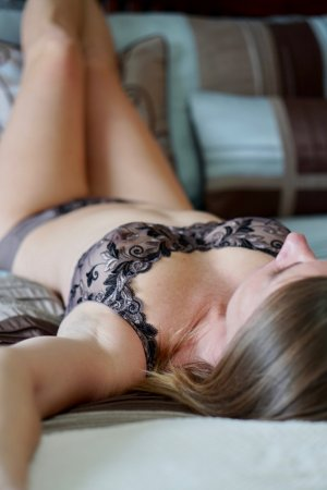 Berthilde escort girl in Fort Hunt Virginia