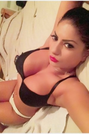 Tea escort girl in Waukegan